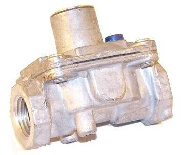 "Maxitrol RV47L-1/2""-812 Poppet Design Gas Regulator 1/2"" 8-12"" W.C."