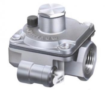 "Maxitrol RV12-1/8-13 Gas Appliance Pressure Regulators 1/8"" NPT 1/2 PSI 1"" to 3.5"" W.C. with Integral Vent Limiting Orifice"